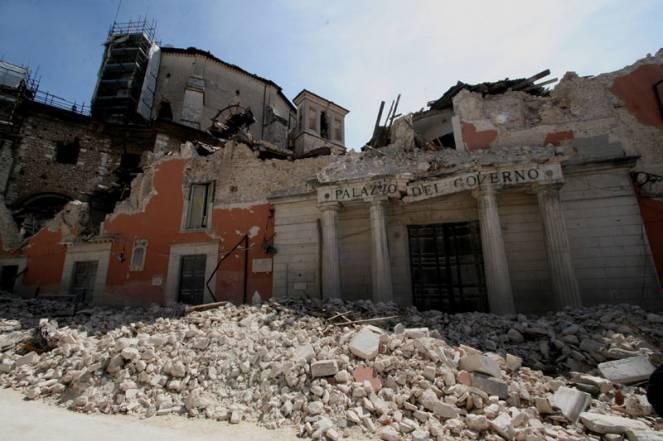 Crolli nella città de L'Aquila