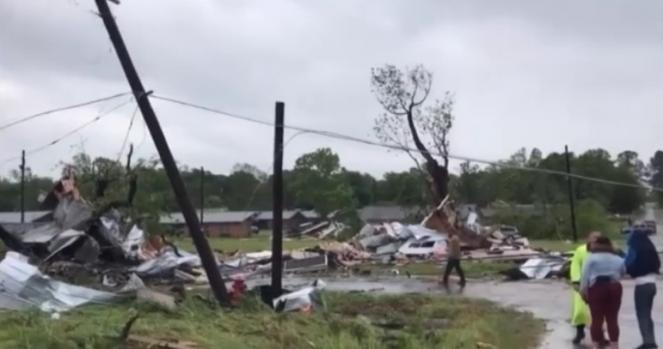 Danni ingenti e feriti in Texas per i tornado