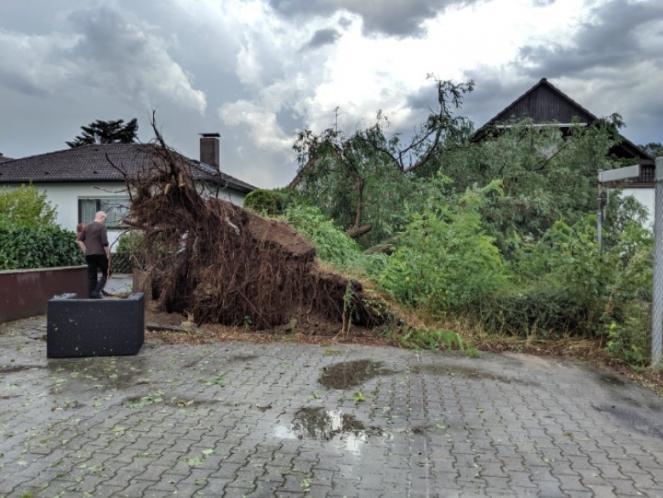 Danni per il tornado nell'Assia (Fonte immagine: SrgMartin88 via twitter)