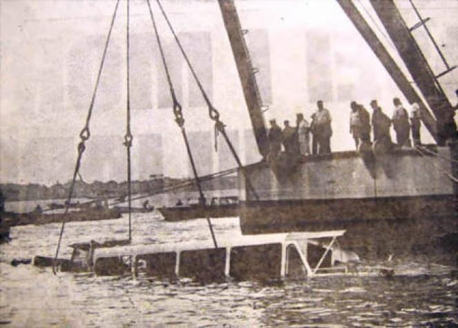 Il recupero del vaporetto affondato dall'F4.