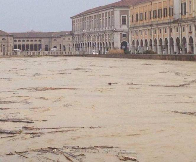 La piena del fiume Misa a Senigallia (AN)