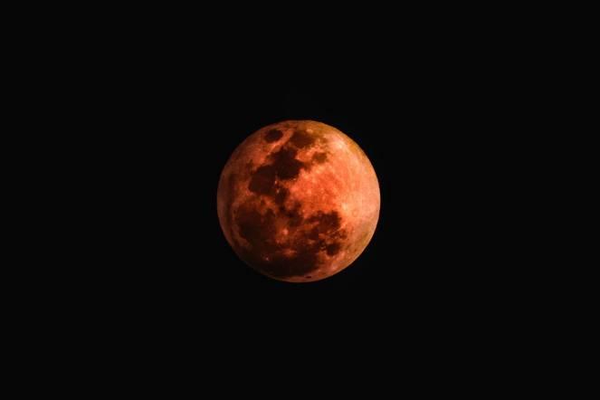Eclissi totale di Luna il 27 luglio