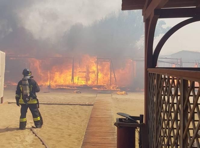 Emergenza incendi a Catania