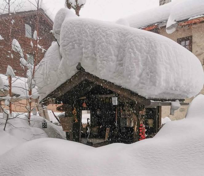 Emergenza neve sulle Alpi (foto pagina facebook di Livigno)