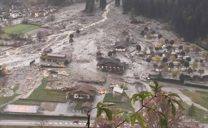 Enorme colata di fango e detriti invade Dimaro (Trento) fonte foto ildolomiti.it