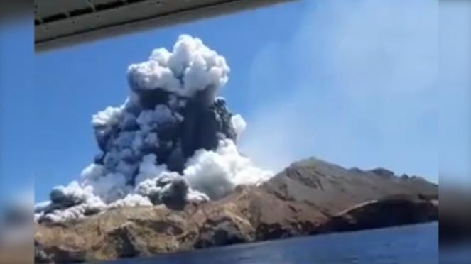 Eruzione improvvisa del vulcano Waakari in Nuova Zelanda, ci sono diverse vittime