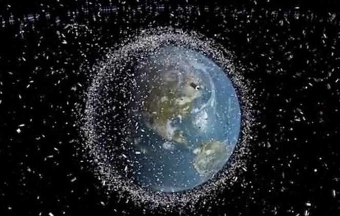 ESA: la scia di detriti spaziali che orbita intorno alla Terra