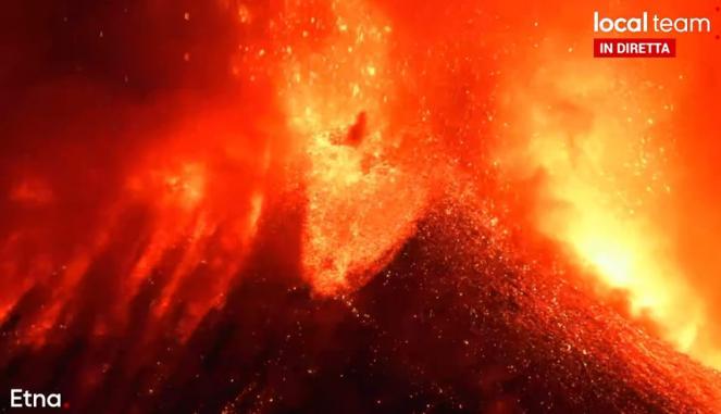 Etna nuova eruzione, violento parossismo