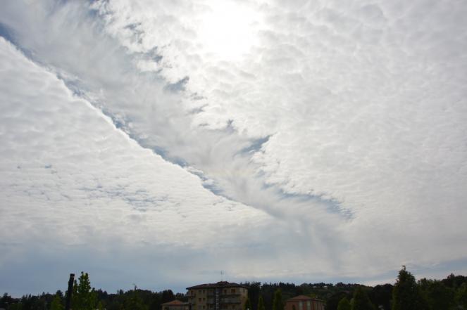 Fallstreak Hole Clouds sopra varese (P. Valisa, 25 maggio 2016)