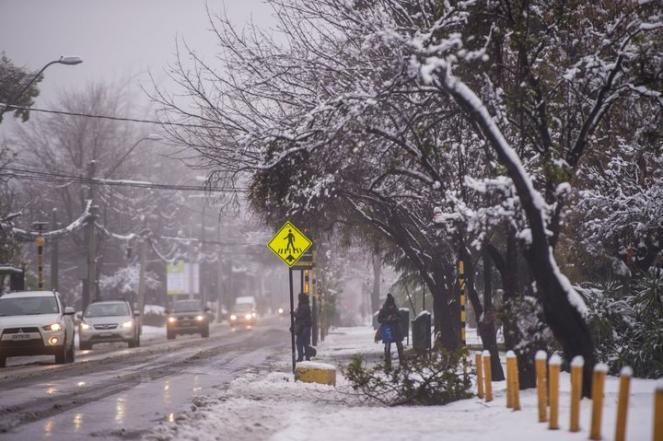 Fitta nevicata a Santiago del Cile