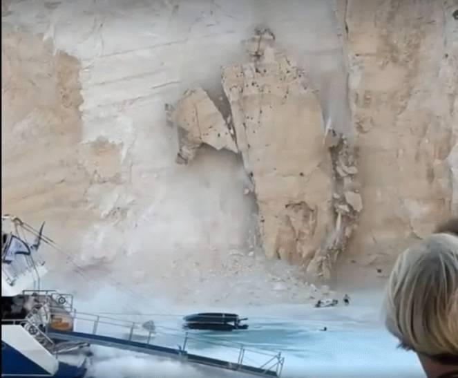 Zante, terrore sulla famosa spiaggia del Relitto: frana un costone, 7 feriti