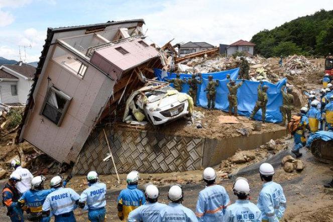 Giappone devastato dalle inondazioni, almeno 130 vittime