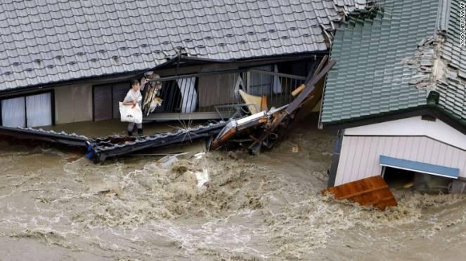 Giappone orientale in ginocchio per il tifone Etau