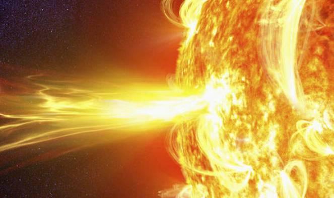 Gigantesco brillamento solare ma diretto verso lo spazio profondo