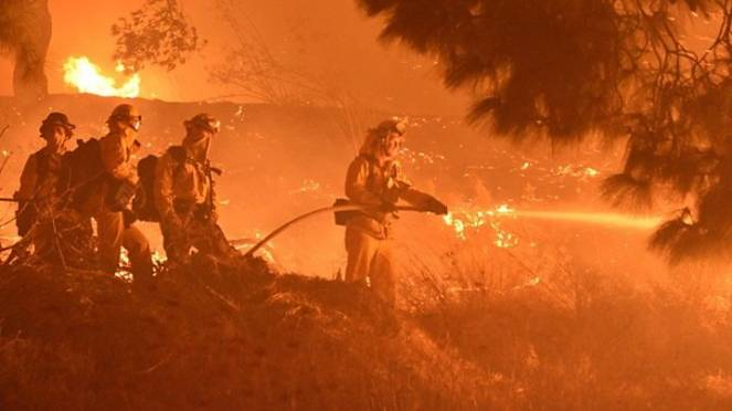 Incendi in California: evacuate 7'000 abitazioni a Los Angeles