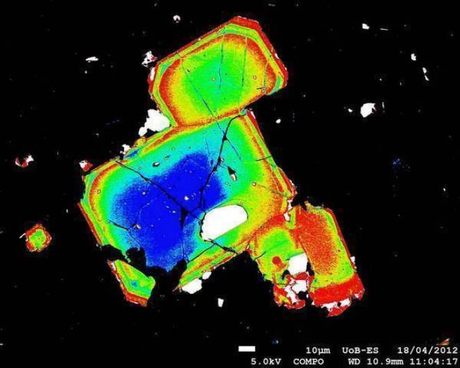 Gli strati che formano questi cristalli ricordano le modalità dell'eruzione che li ha portati in superficie