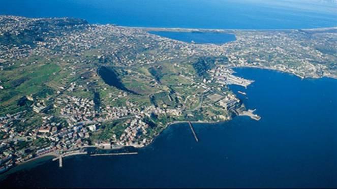 I Campi Flegrei in Campania sono uno dei tre super vulcani più temuti al mondo (ultima super eruzione 15 mila anni fa)