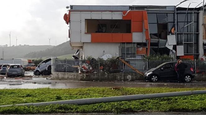 Il Centro Commerciale le Spighe danneggiato dal tornado