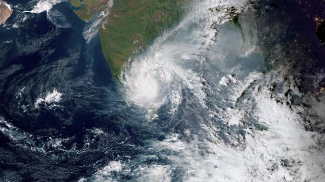Il ciclone Nivar visto dal satellite