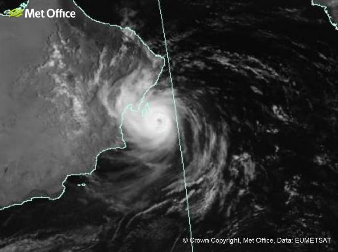 Il ciclone tropicale Hikka visto dal satellite