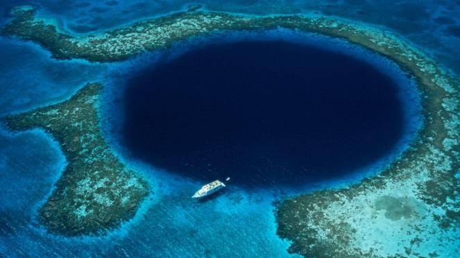 Il grande Blue Hole del Belize