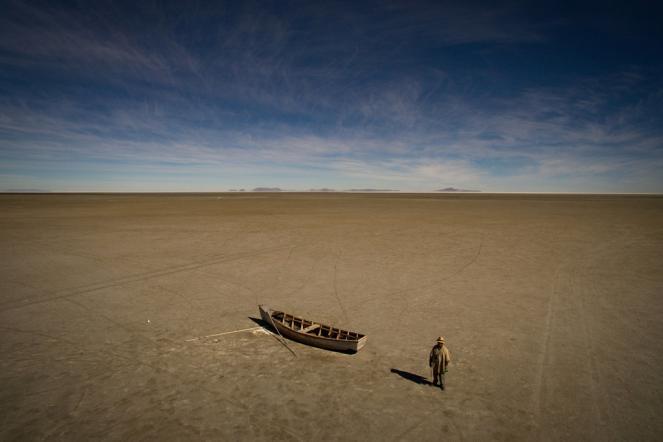 Il letto asciutto del lago Poopo in Bolivia, dove il costante riscaldamento degli ultimi 30 anni ha fatto evaporare la poca acqua rimasta.
