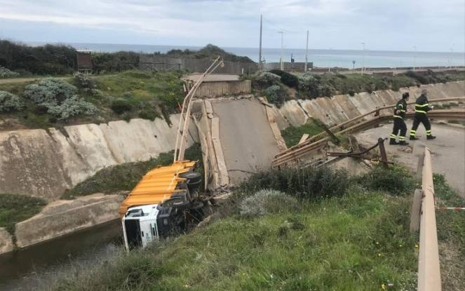 Il ponte crollato nel Sulcis. Fonte immagine ANSA