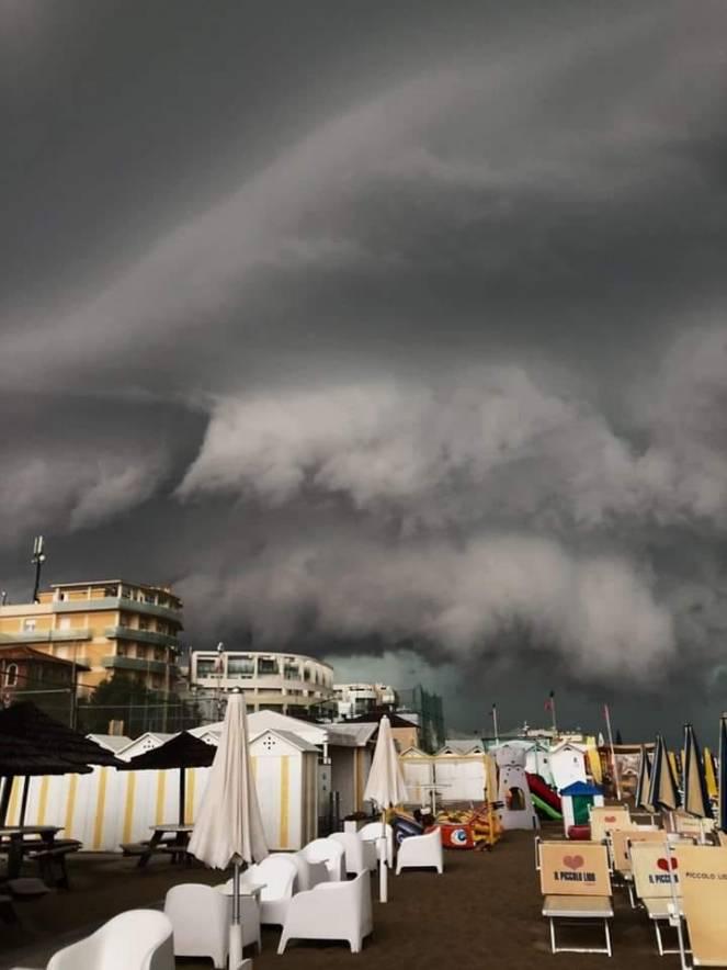 Il temporale visto da Senigallia, foto di Giovanni Errera