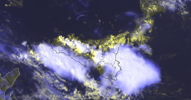 Immagine satellitare della Sicilia sotto i temporali di venerdì pomeriggio