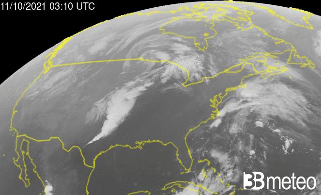 Immagine satellitare delle supercelle che hanno interessato l'Oklahoma nella notte tra domenica e lunedì