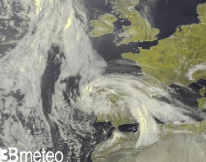 Immagine satellite di venerdì mattina