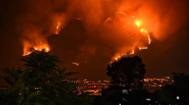 Incendi, oltre 130 vigili del fuoco tra Monte Morrone e Reatino