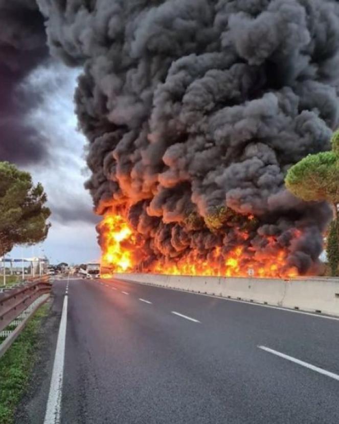 Incidente sulla Firenze Pisa Livorno, esplode una cisterna di gasolio, molti disagi