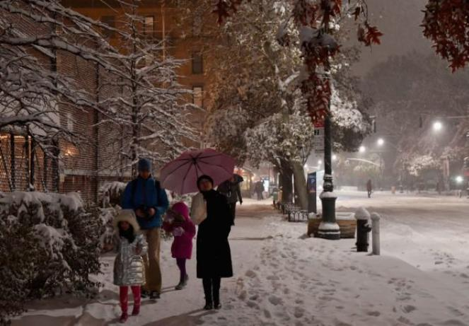 New York: tempesta di neve fa almeno 8 morti, 400milapersone al buio