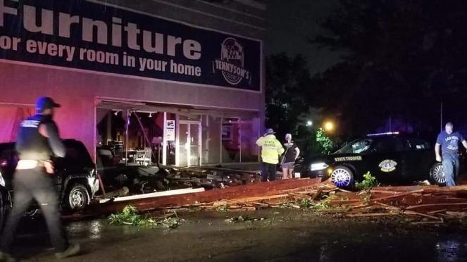 Jefferson City (MO) dopo il passaggio del devastante tornado