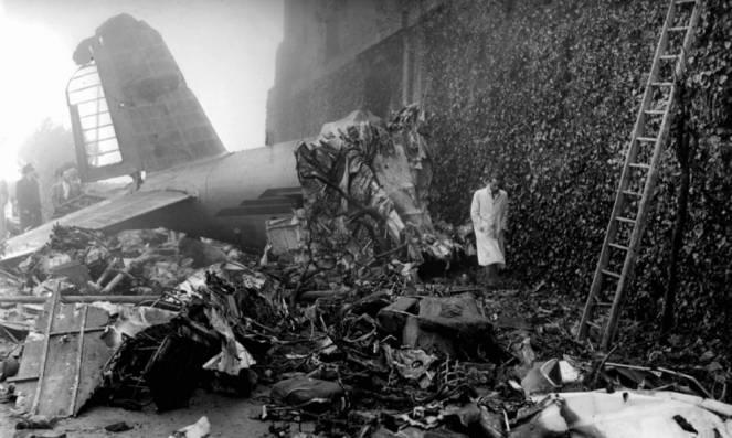 L'aereo schiantato nel muraglione della Basilica di Superga
