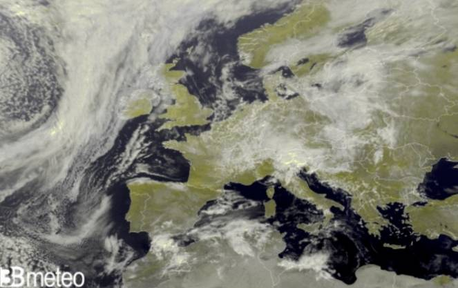 L'Europa vista dal satellite domenica