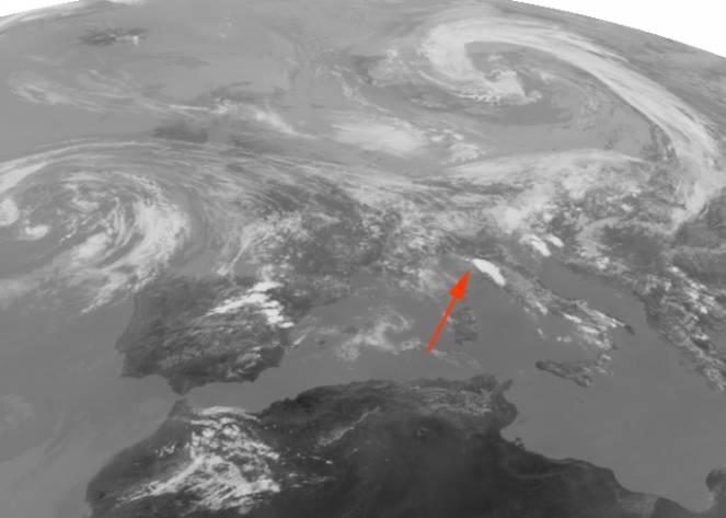 L'immagine satellitare del 19 giugno con i violenti temporali sull'alta Toscana