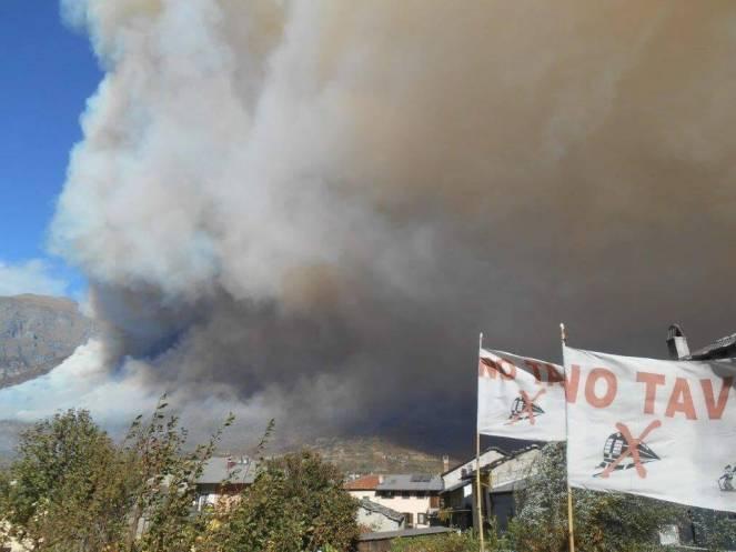 L'incendio a Bussoleno. Foto di Andrea Boninsegna