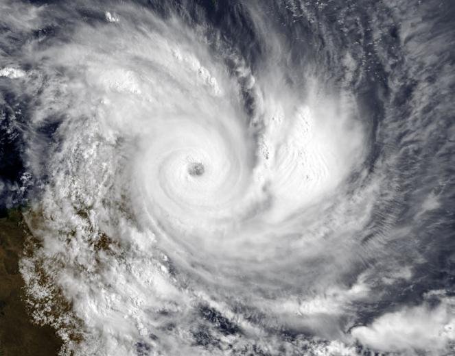 L'occhio di Enawo ripreso dal Satellite poco prima del landfall sulle coste del Madagascar ( fonte noaa.gov/satellites)