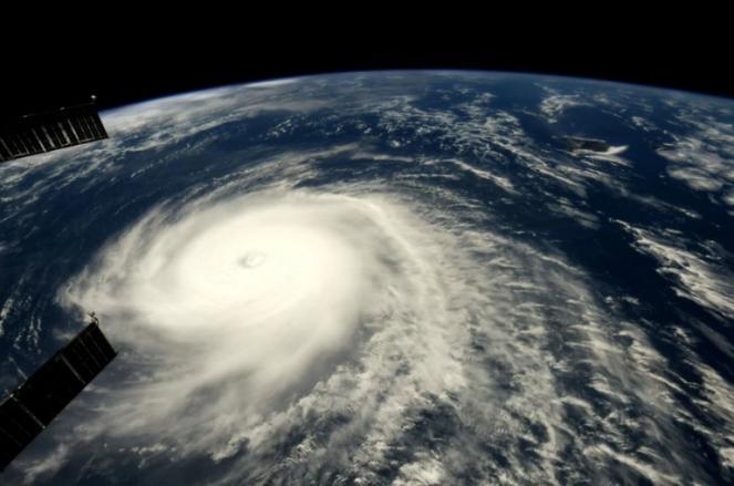 L'uragano Hector fotografato dalla ISS nel suo transito verso le Hawaii