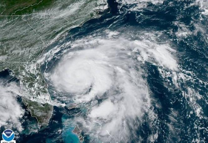 L'uragano Humberto visto dall'occhio del satellite, fonte NOAA