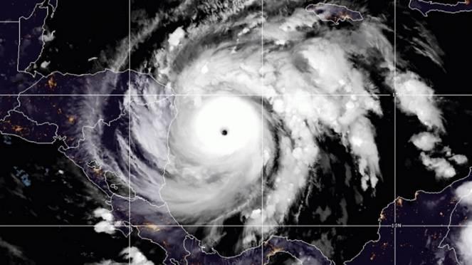 L uragano Iota visto dal satellite