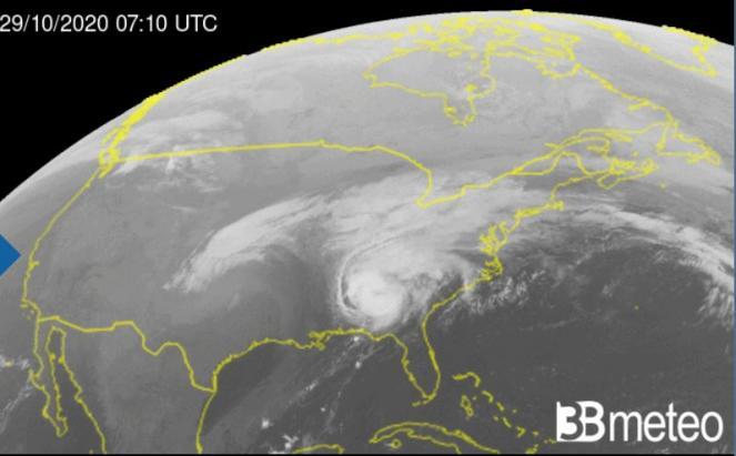 L'uragano Zeta in moto verso Nord Est, andrà indebolendosi