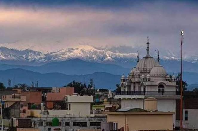 La catena dell'Himalaya visibile dopo 30 anni. Foto di @jeetender via Twitter