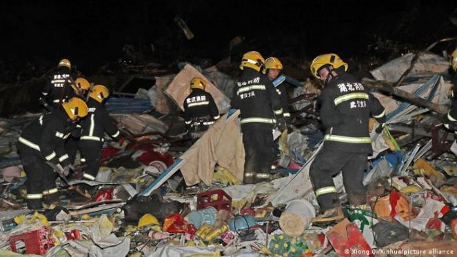 Cronaca meteo: DUE TORNADO devastano WUHAN e SHENGZE, 12 morti - VIDEO IMPRESSIONANTI