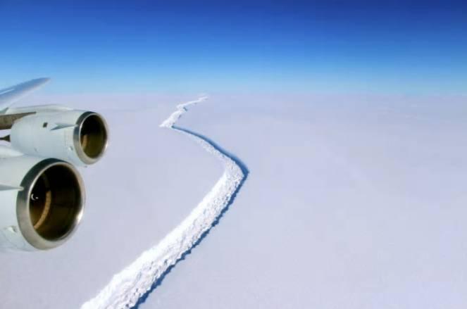 La fessura nell'area Larsen C che ha determinato il nuovo iceberg (fonte NASA)
