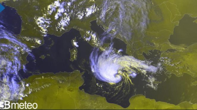la nuvolosità del ciclone si organizza