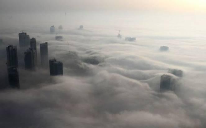 La surreale nebbia di Dubai
