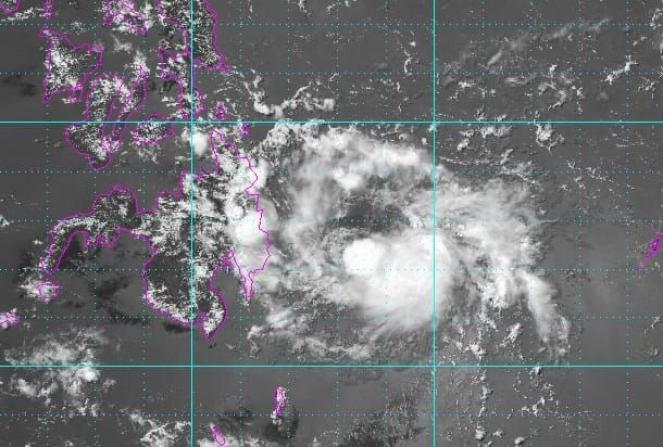 La tempesta tropicale Crising in avvicinamento alle Filippine
